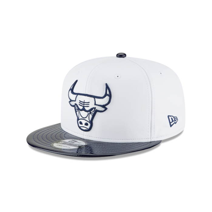 New Era 9FIFTY Chicago Bulls Retro Hook White Synthetic Leather Snapback Hat